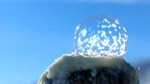 Magical Bubbles Freeze Instantly In Manitobas 32c Temperatures